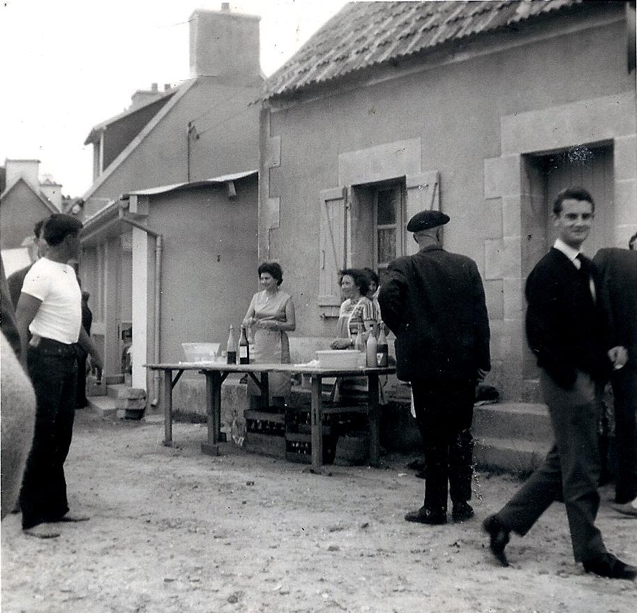 Yvonne et Bernardine à la buvette en 1969